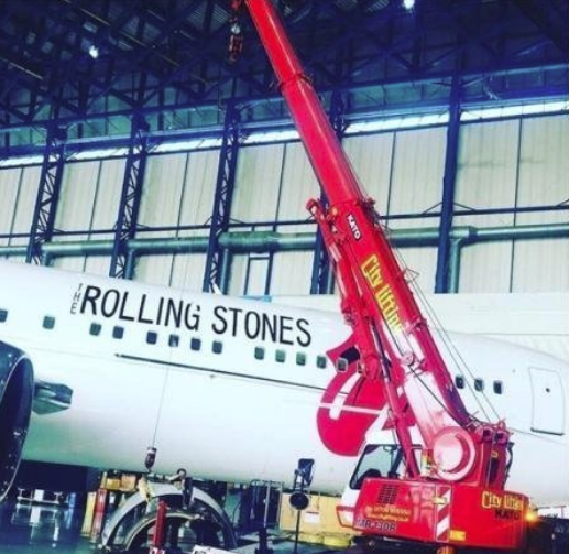 Cromadex coated crane assists The Rolling Stones jet