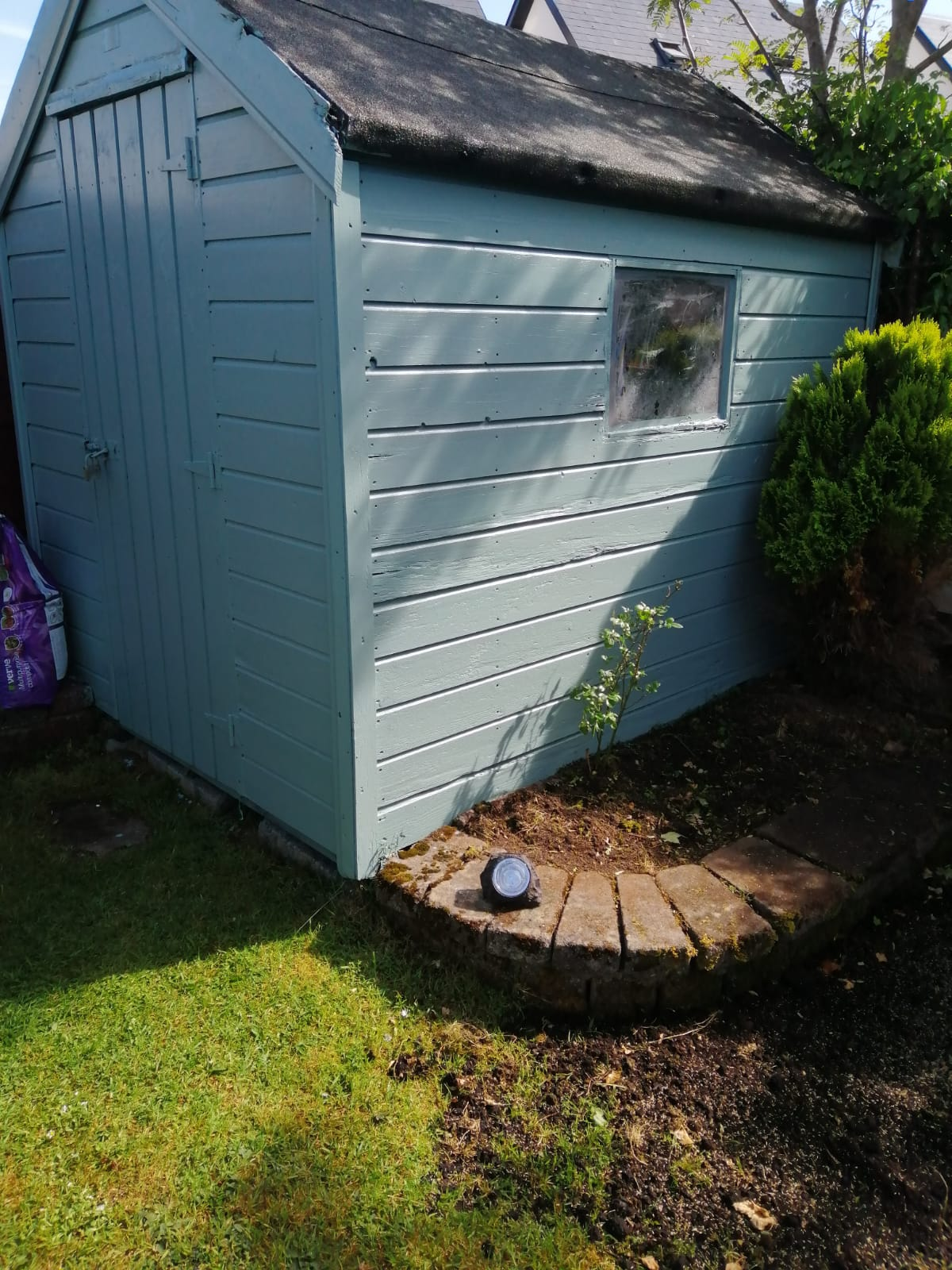 Colourful garden shed finished with Sikkens