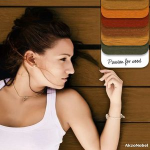 Sikkens promo image - woman and wood colour chart